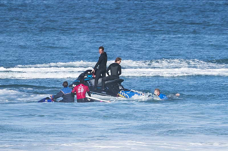 Fanning and Medina pulled out at J-Bay due to sharks