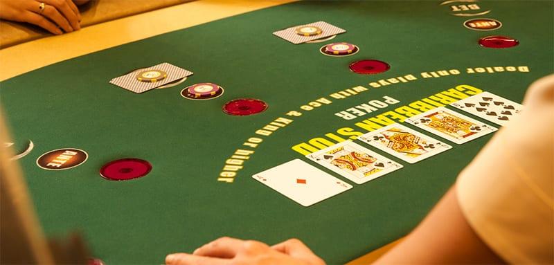 How do you play Caribbean Stud Poker?